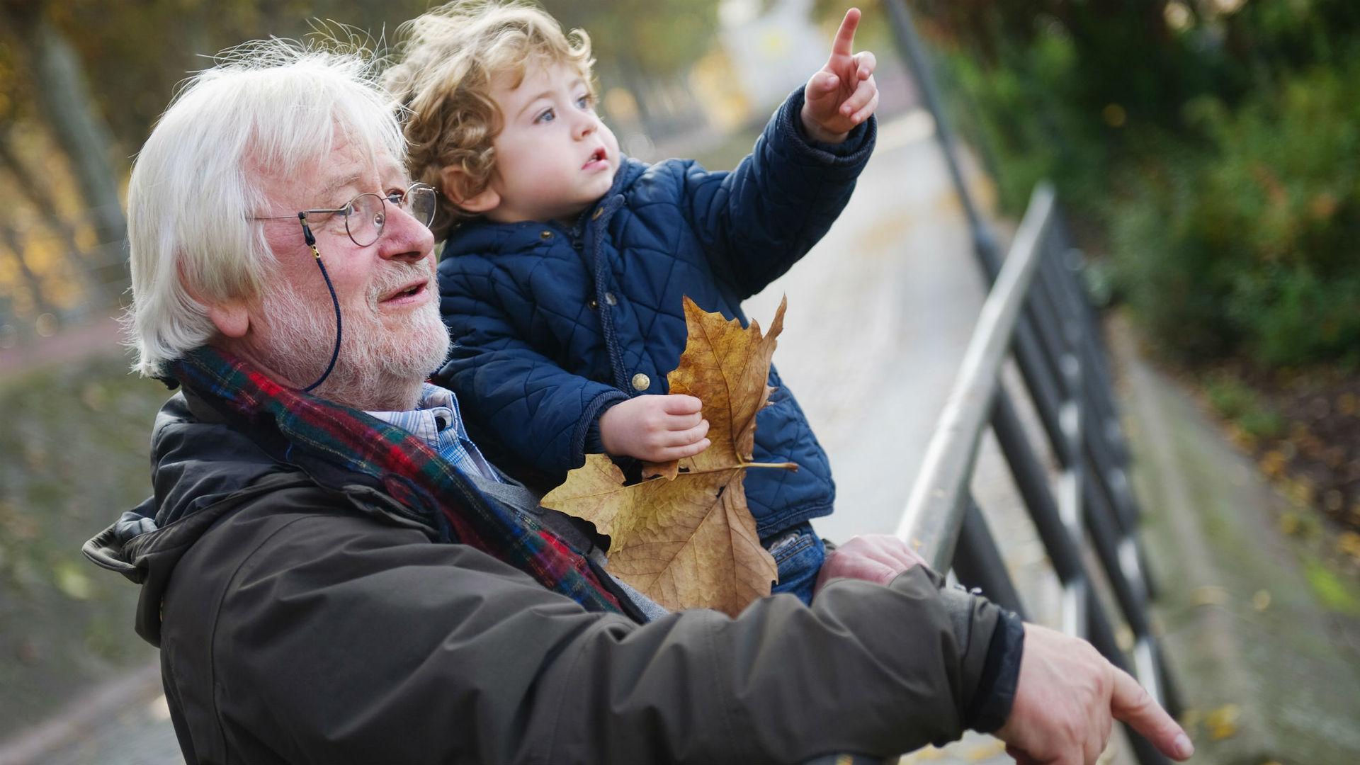 Возрастные отцы передают своим детям больше генетических мутаций, чем пожилые матери