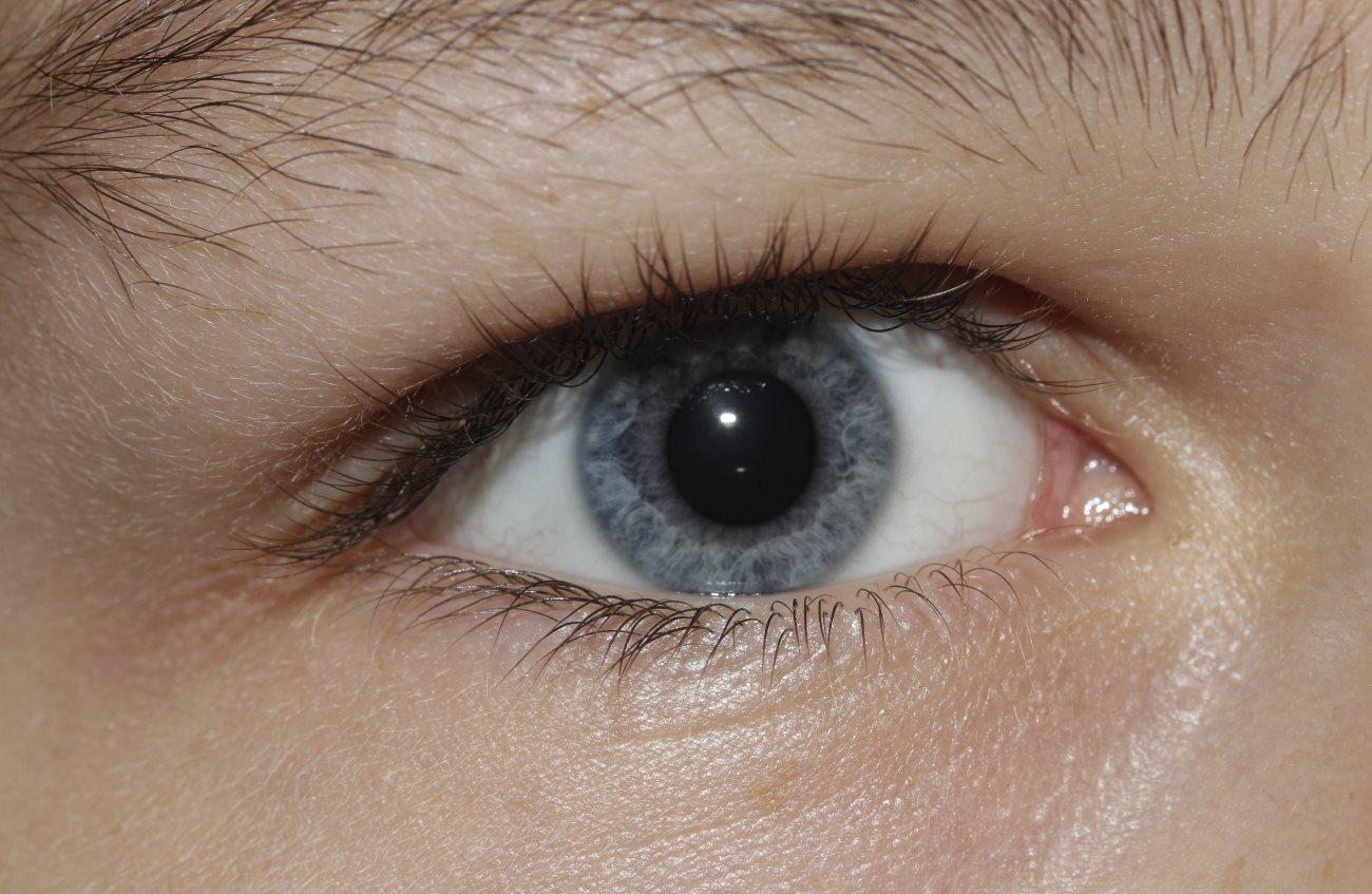 глазам все равно