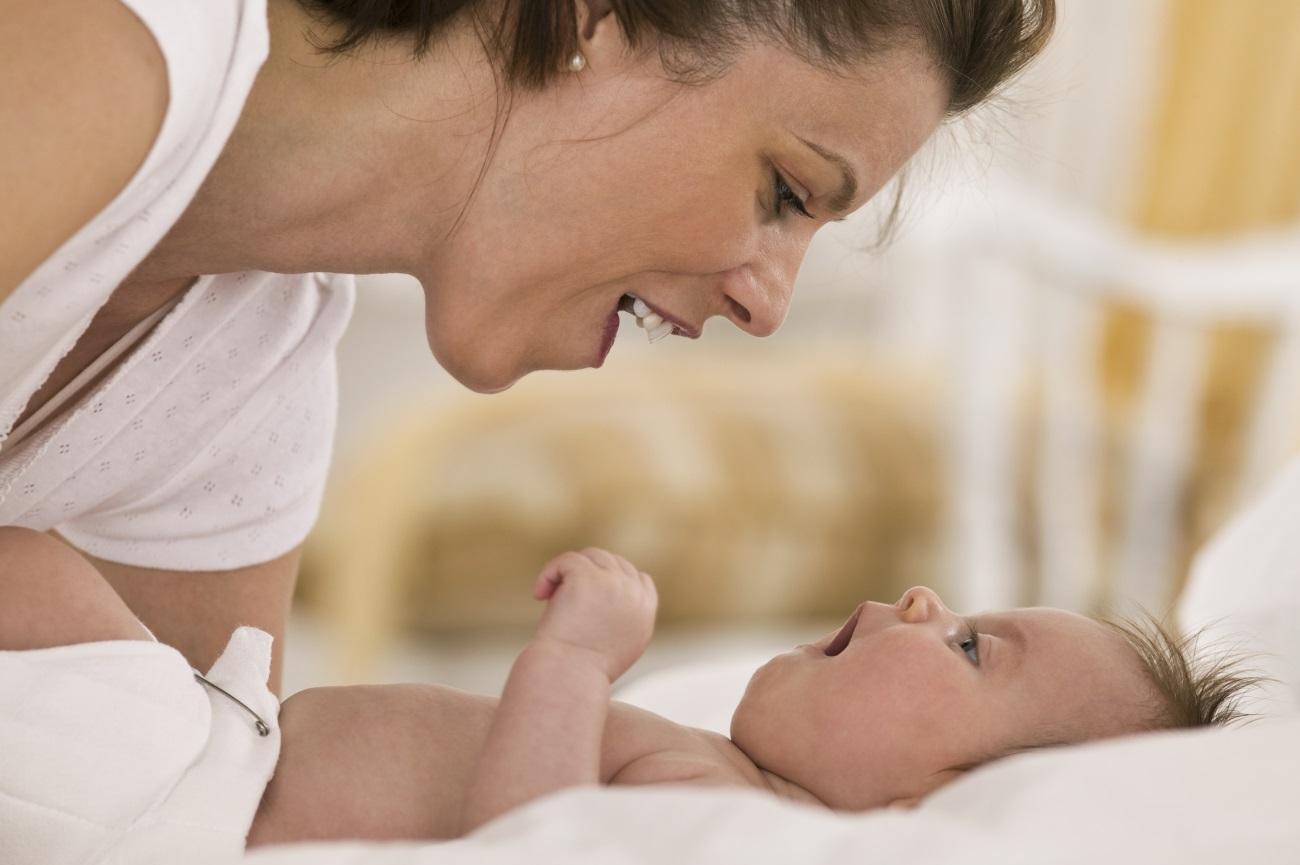 эмоциональность матерей повлияла на привязанность младенцев