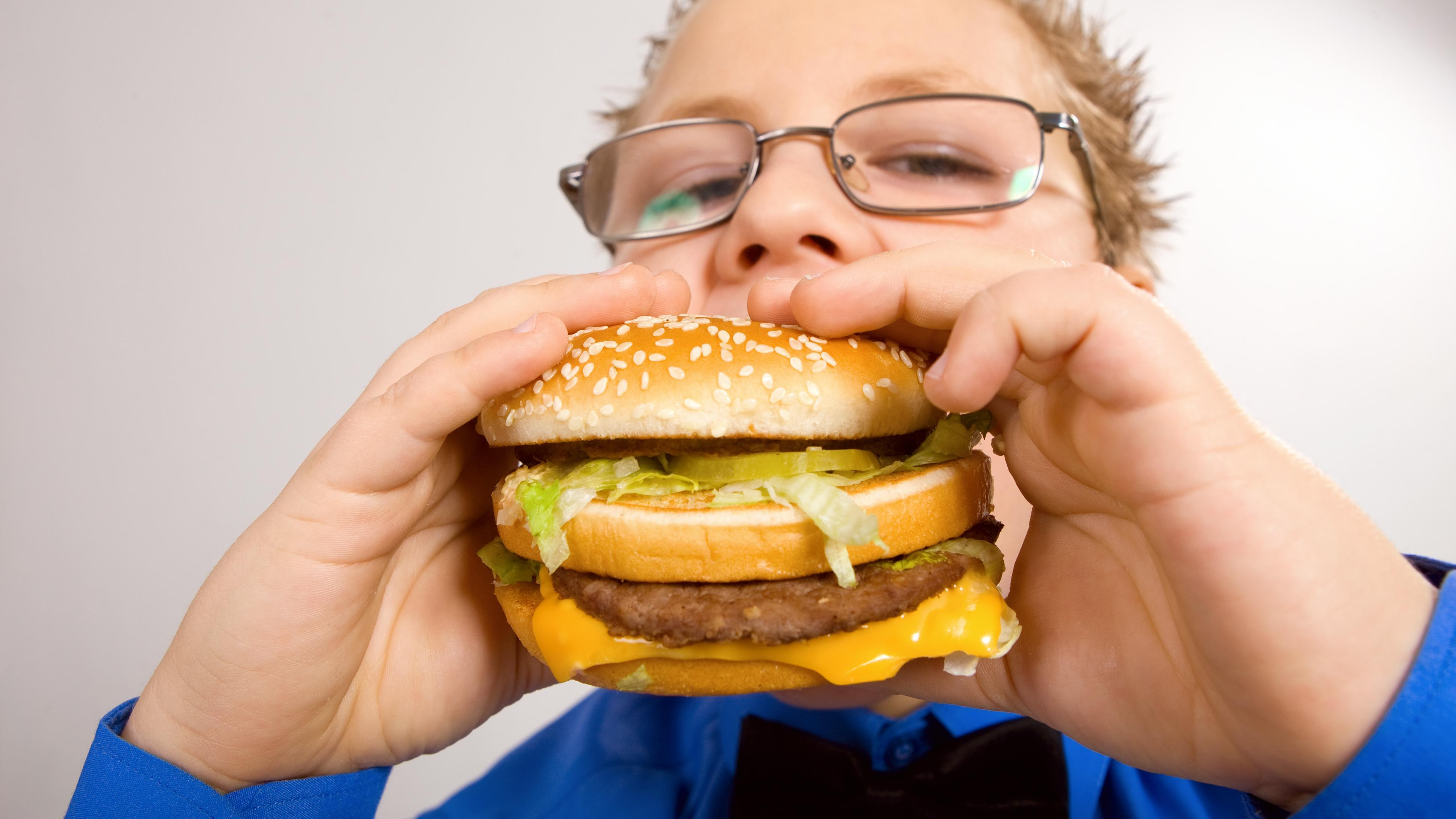 В мире зафиксирован десятикратный рост детского ожирения