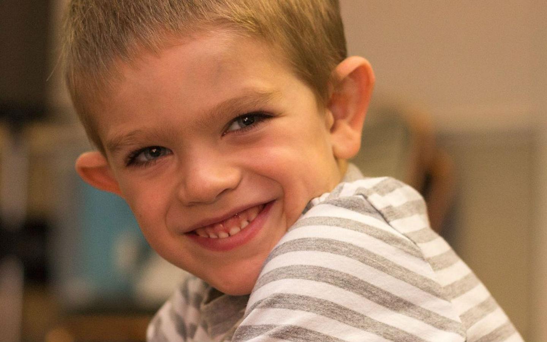 Найдена причина болезненности прикосновений у аутистов