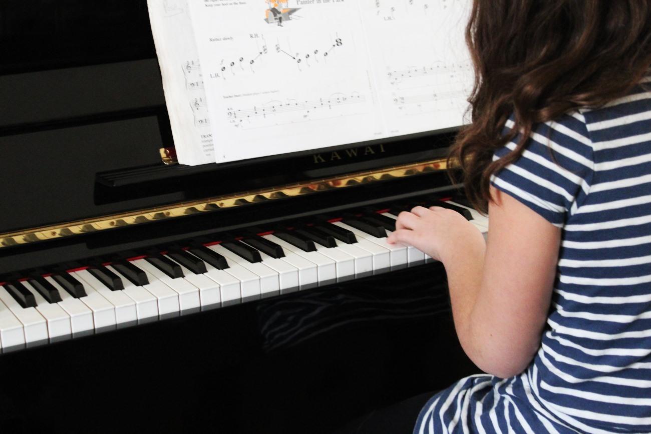 Игра на фортепиано улучшила языковые способности детей