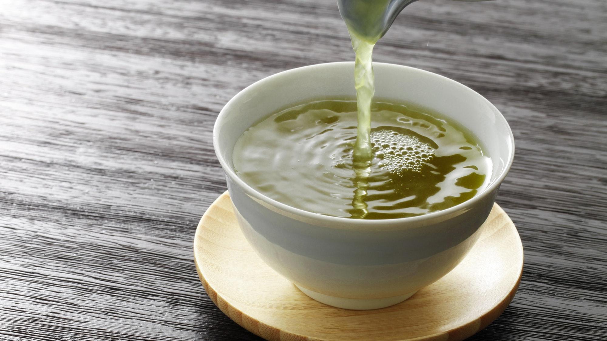 Бутилированная вода сделала зеленый чай полезнее