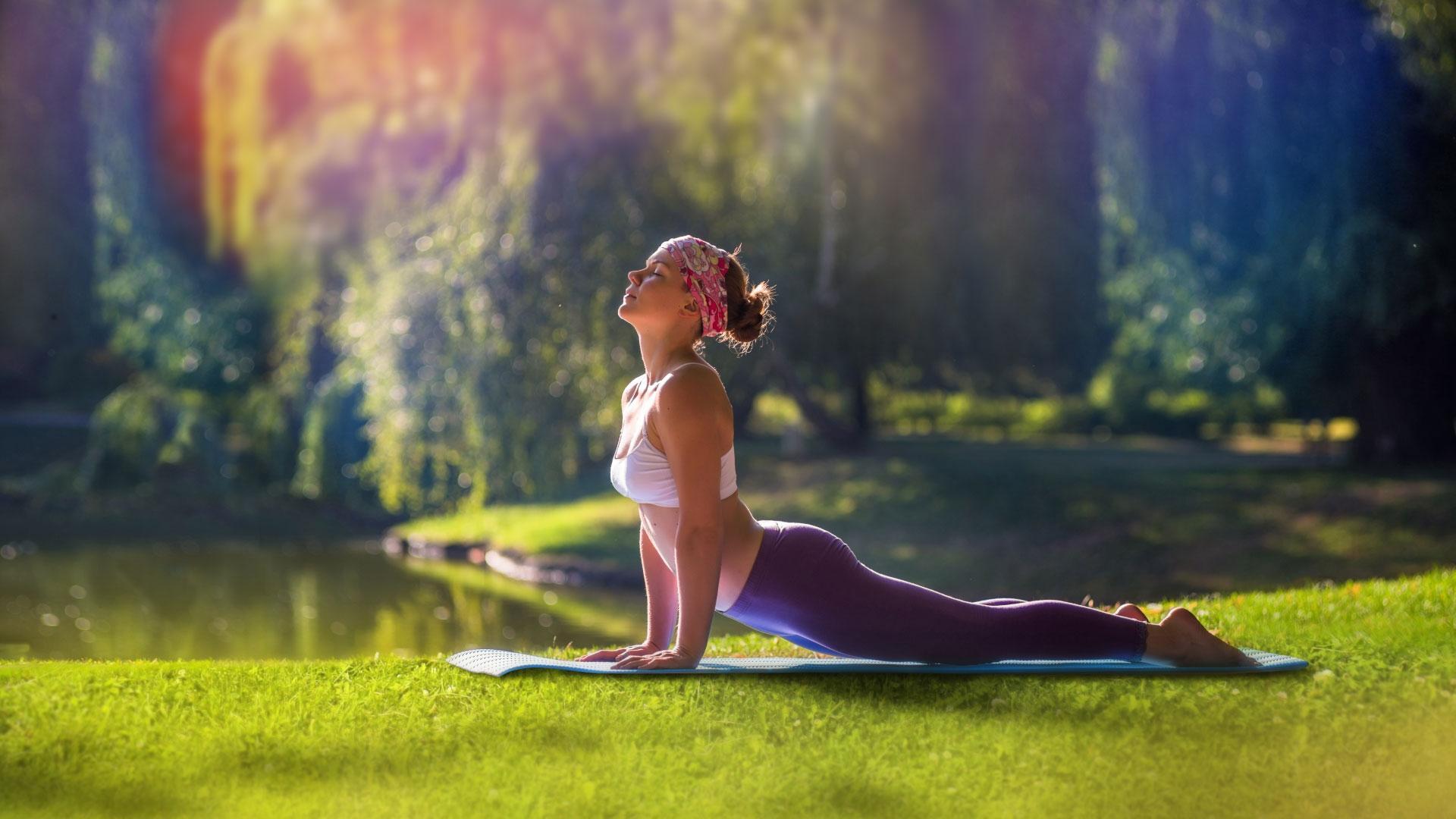Йогу назвали способной останавливать нейродегенерацию