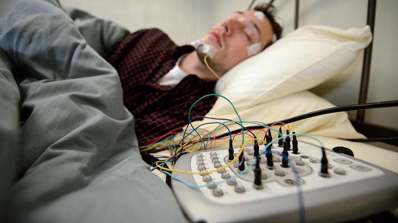 Люди, лишённые сна, чаще признаются в действиях, которых не совершали