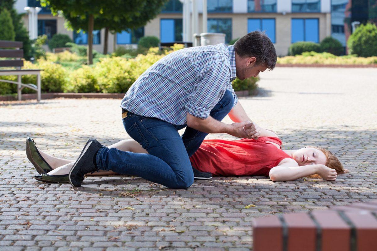у женщин меньше шансов получить сердечно-легочную реанимацию в общественном месте