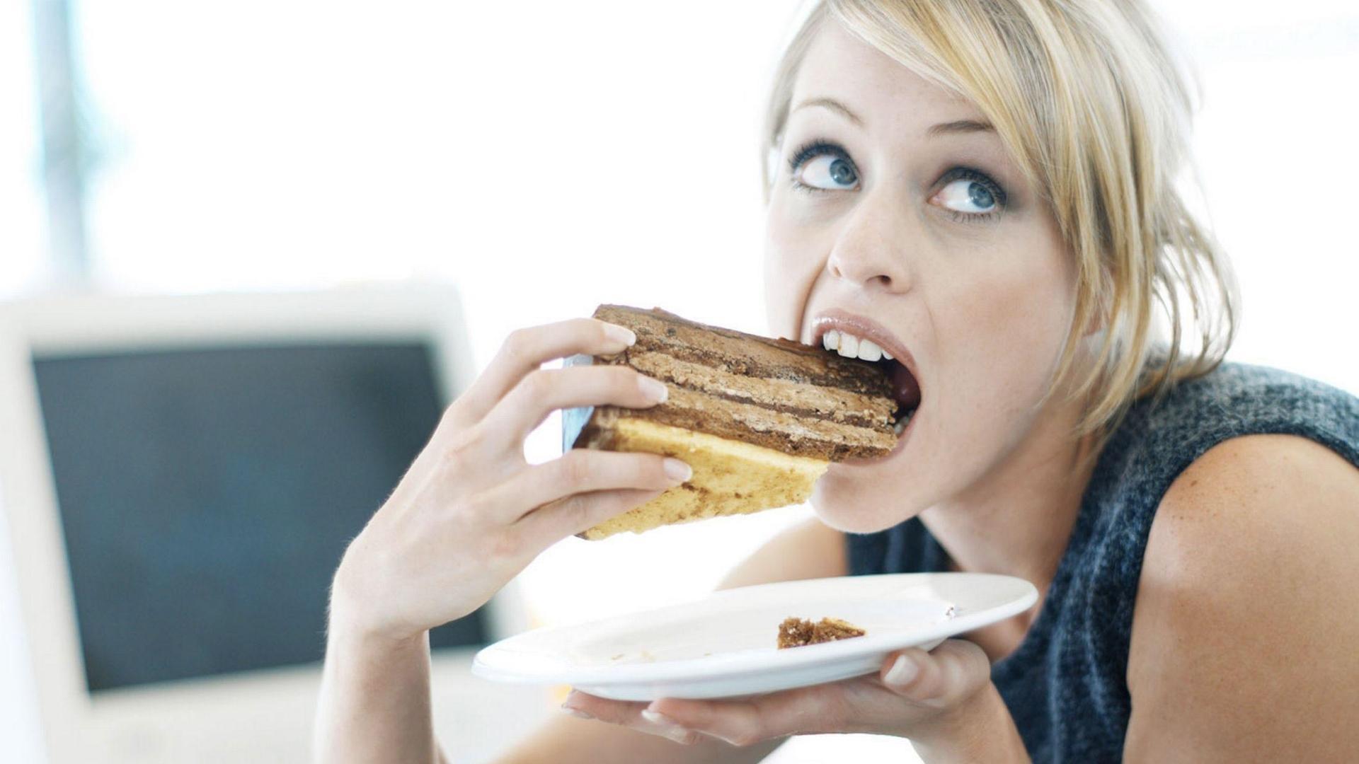 Почему от стресса толстеют