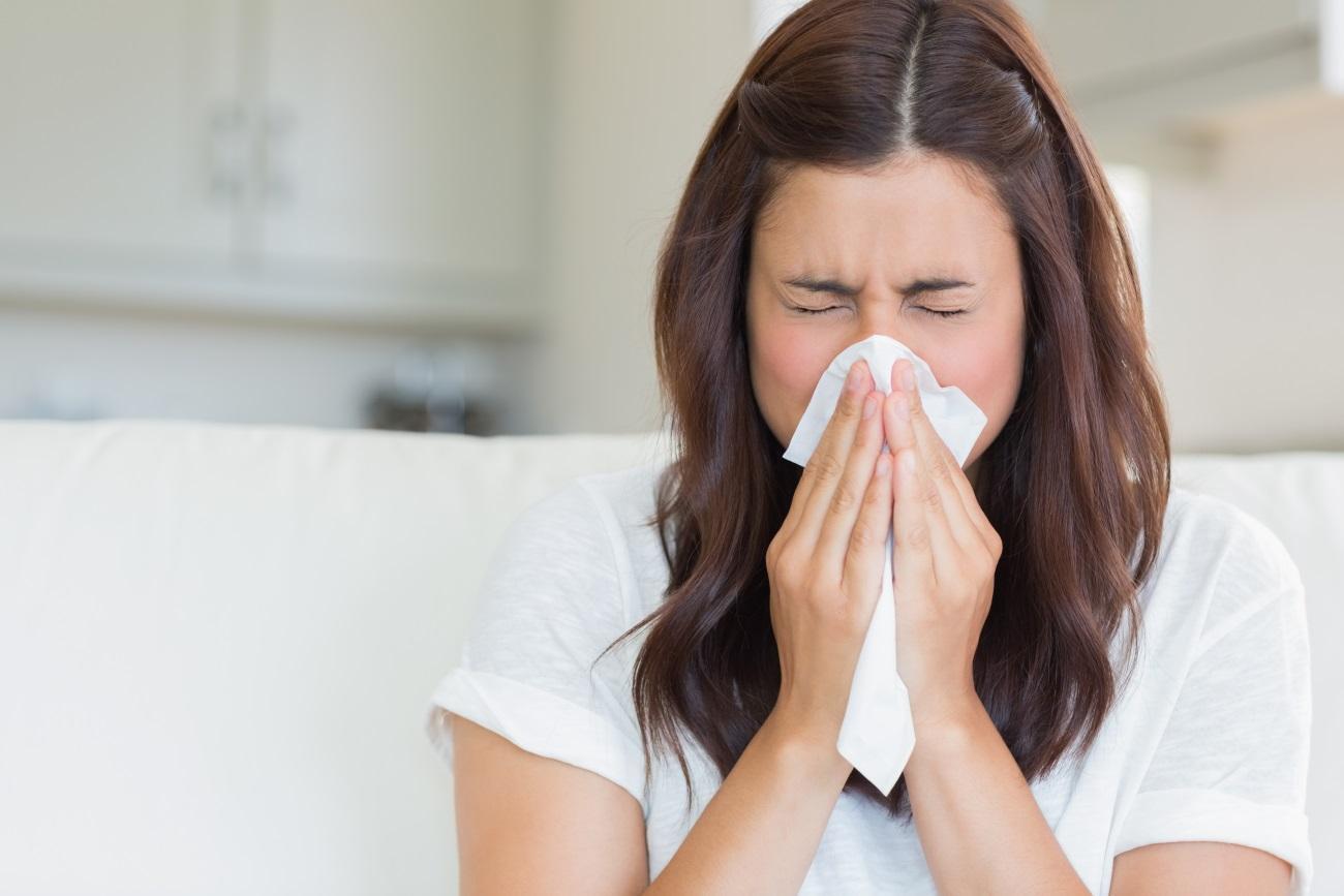 врачи рассказали, как правильно чихать