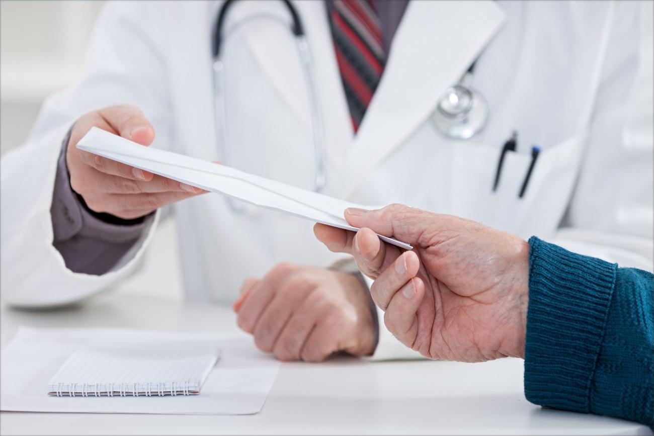Россияне уверены, что медики берут больше взяток, чем гаишники