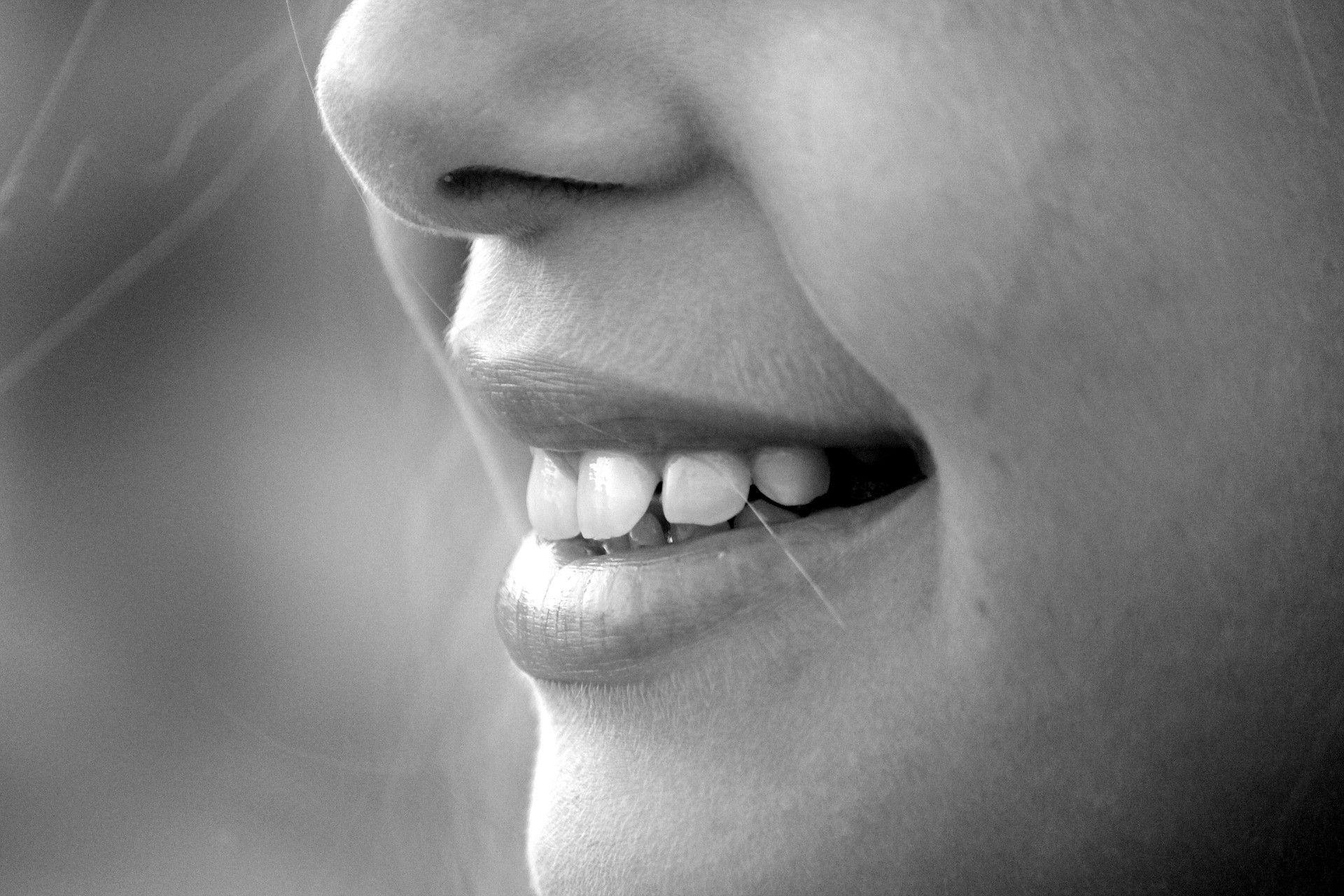 Наночастицы оксида титана отбелят зубы без повреждения эмали