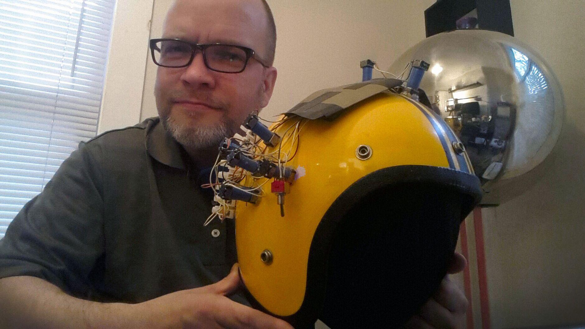 Как вызвать галлюцинации с помощью шлема скейбордиста