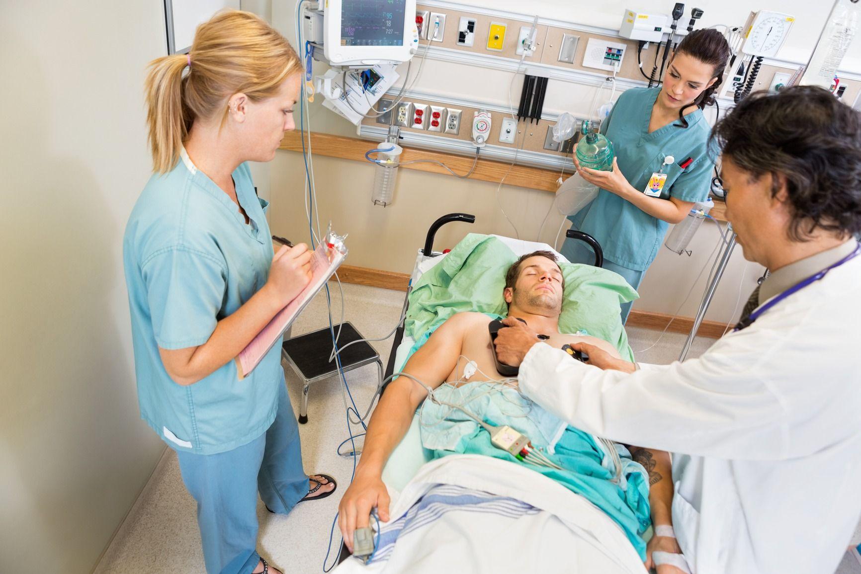 Эксперты усомнились в данных ФОМС по врачебным ошибкам