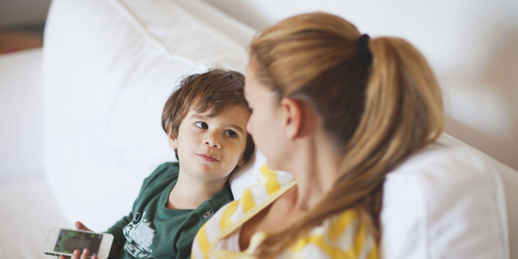 Разговоры с детьми помогли их мозгу развиться