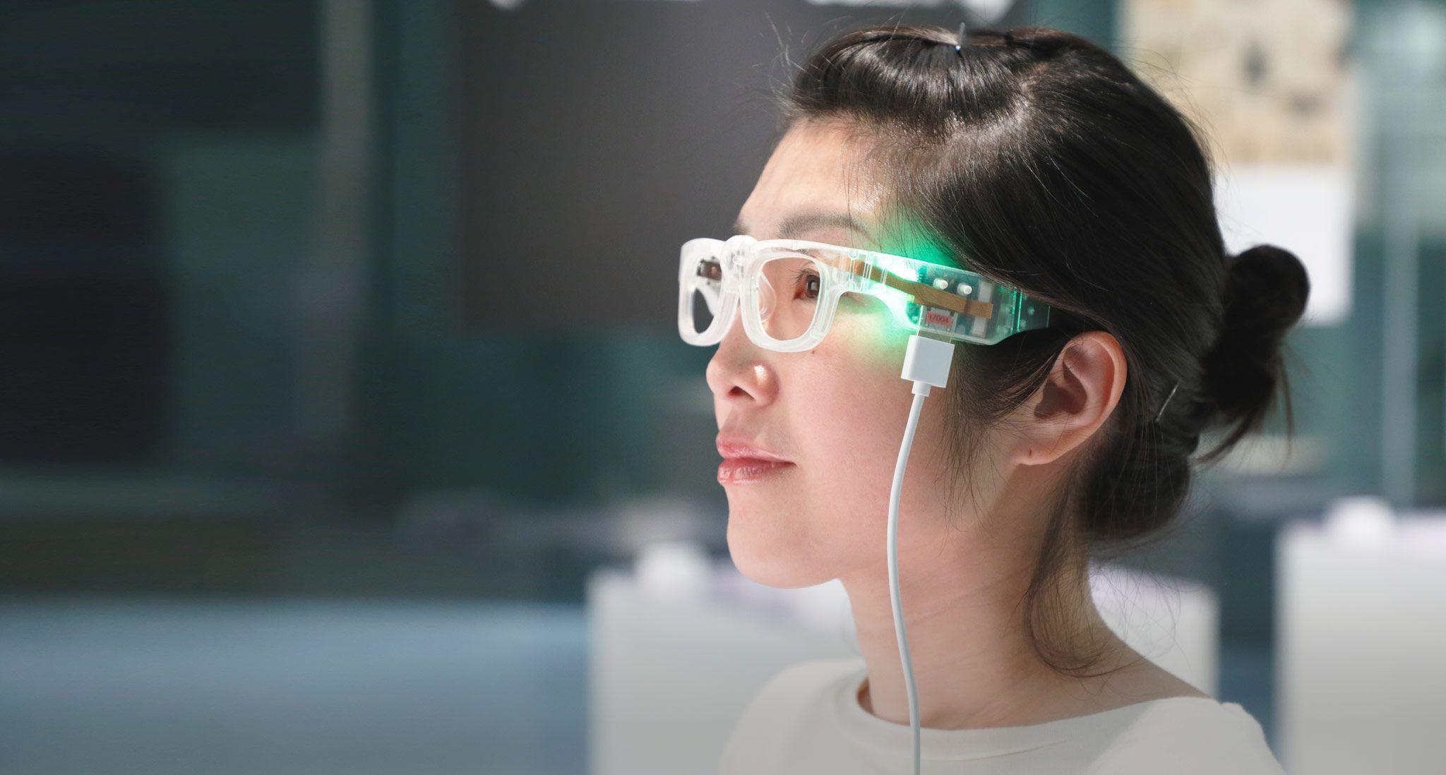 Очки с камерой помогут читать при дислексии и слепоте