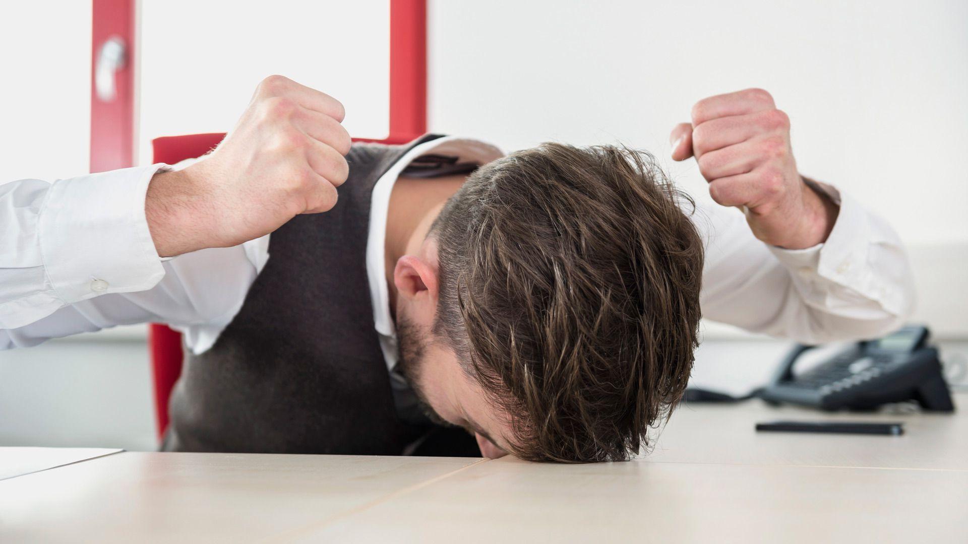 «Что со мной происходит?»: 16 признаков нервного срыва, при которых нужна помощь
