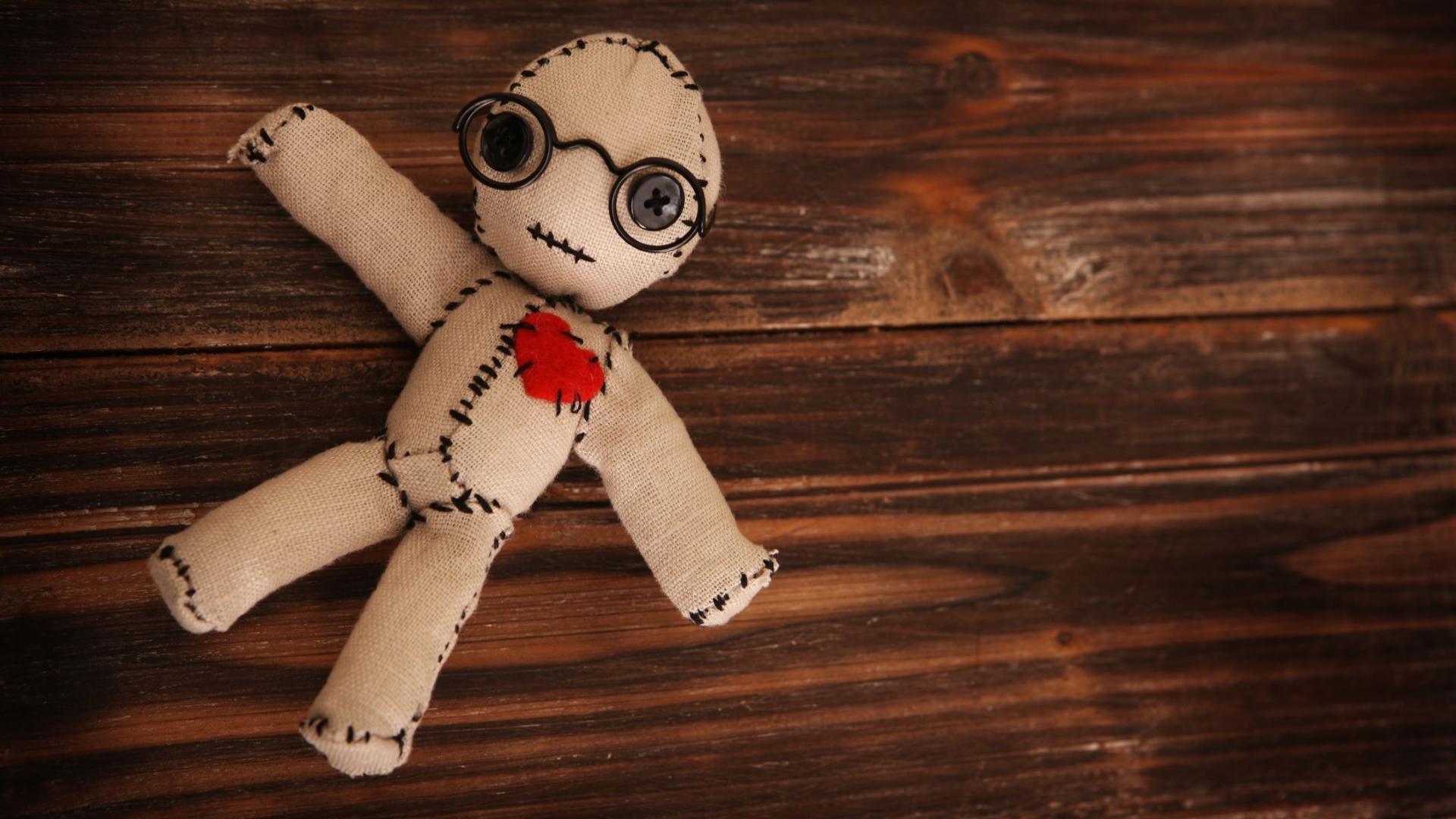 Кукла вуду начальника помогает снять стресс лучше, чем премия