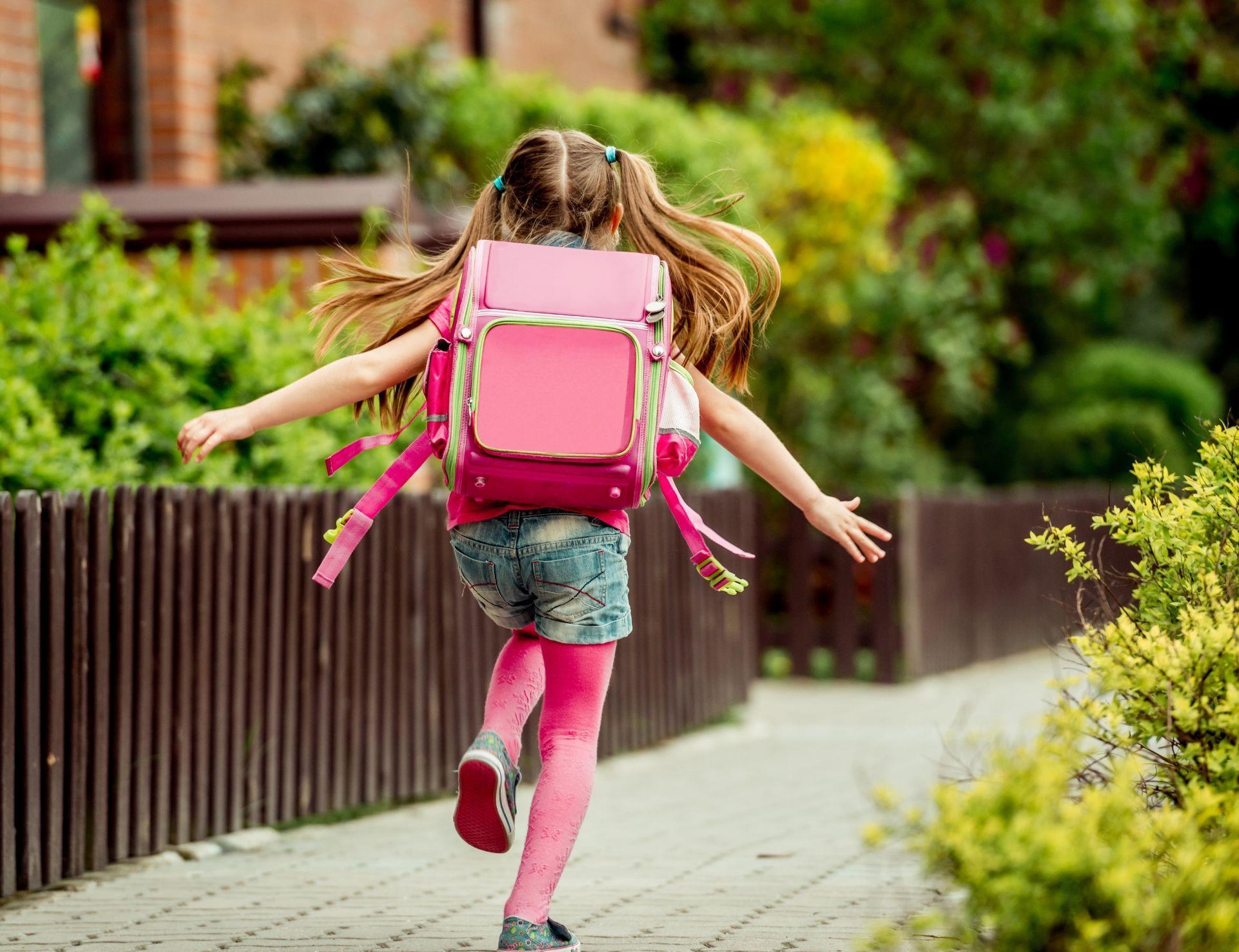 Вызывает ли ношение рюкзака боль в спине у ребенка