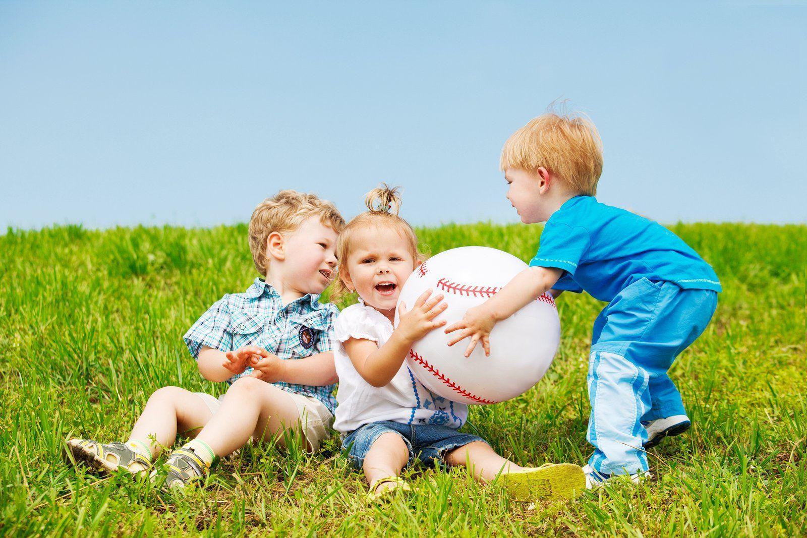 Маленькие дети распределили ресурсы в пользу более сильных