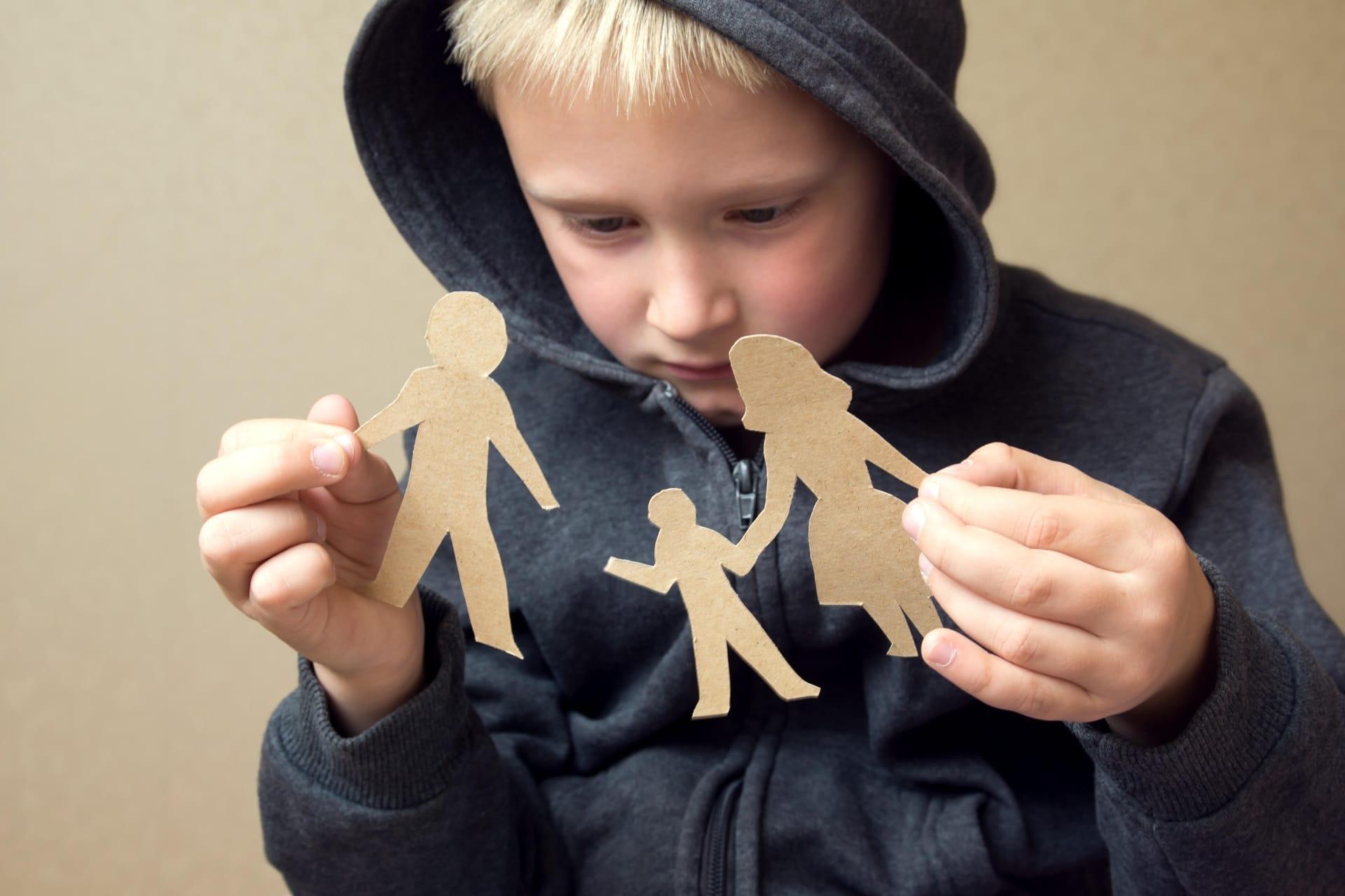 Разделение маленьких детей с родителями навсегда нарушает формирование мозга