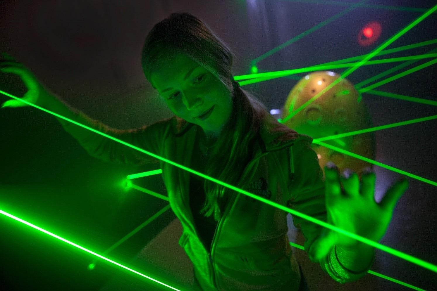 Лазерная указка прожгла отверстие в сетчатке ребенка