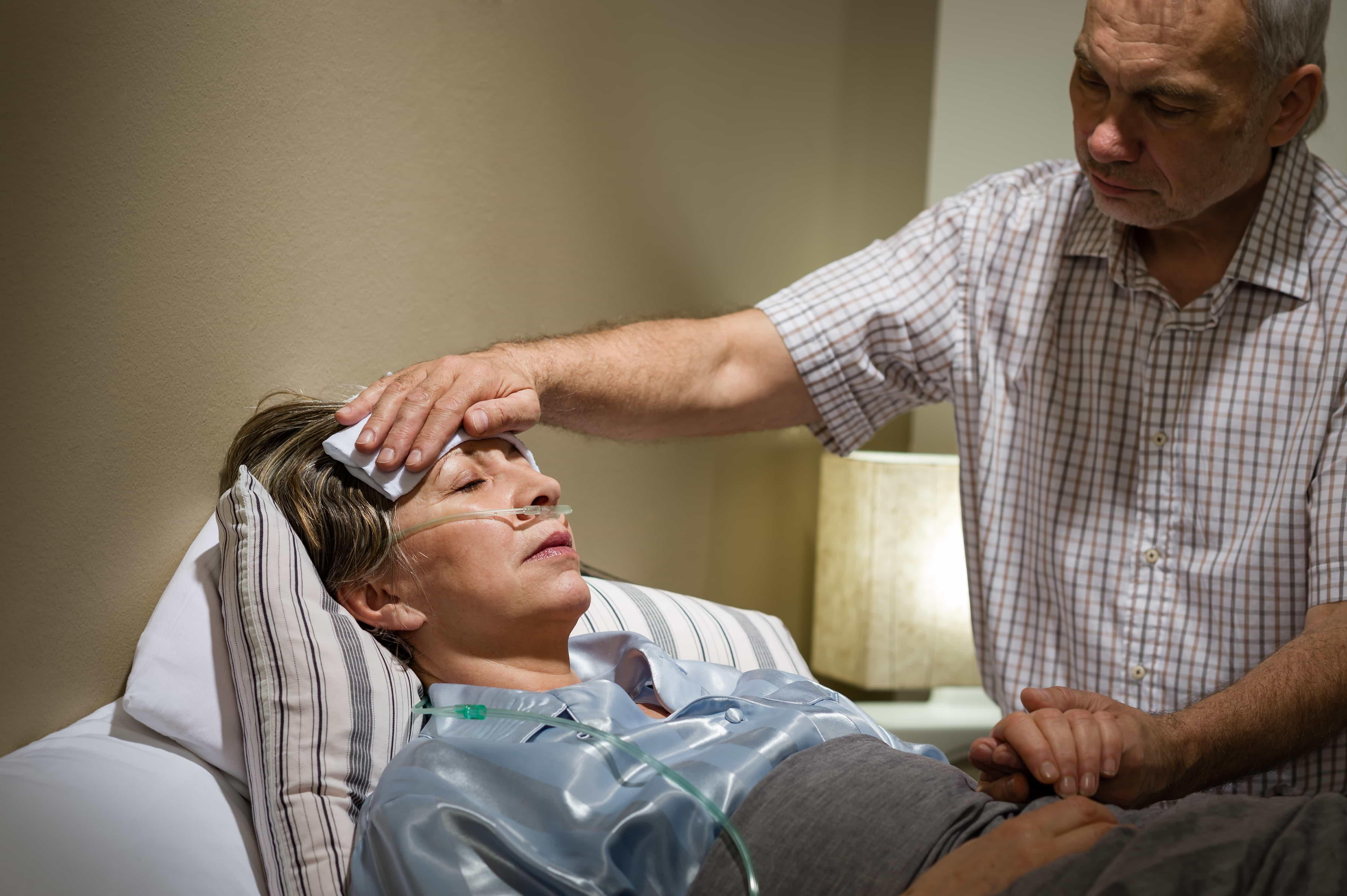 Мужчины оказывают помощь партнеру во время болезни так же, как и женщины