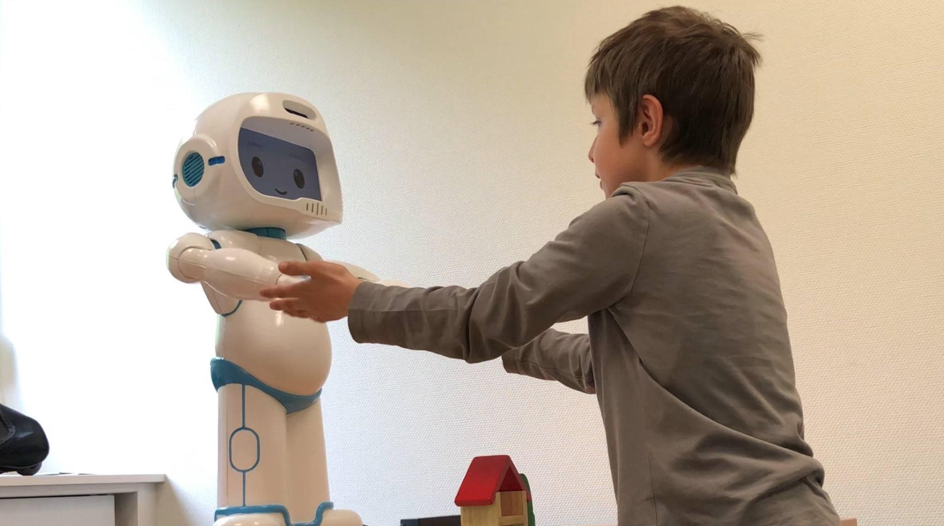 Аутистам комфортнее с роботом, чем с людьми