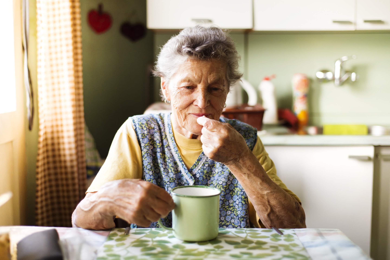 Ежедневный прием аспирина не продлевает жизнь пожилым людям