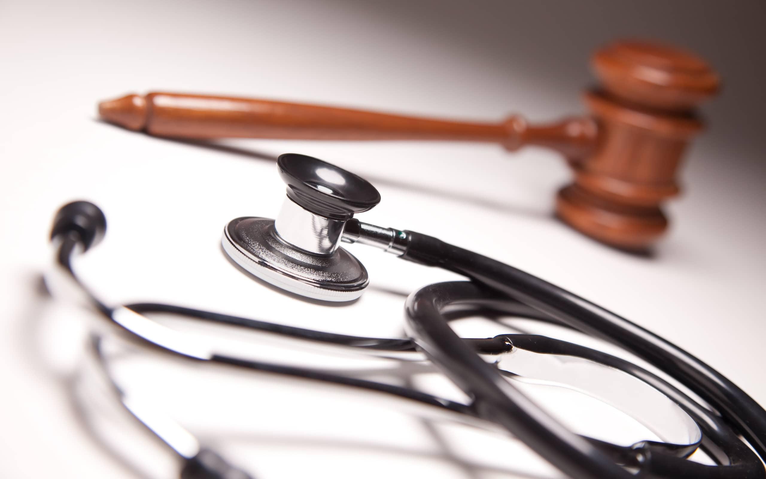 Нужны не новые уголовные статьи, а страхование ответственности врача, принятое во всем мире