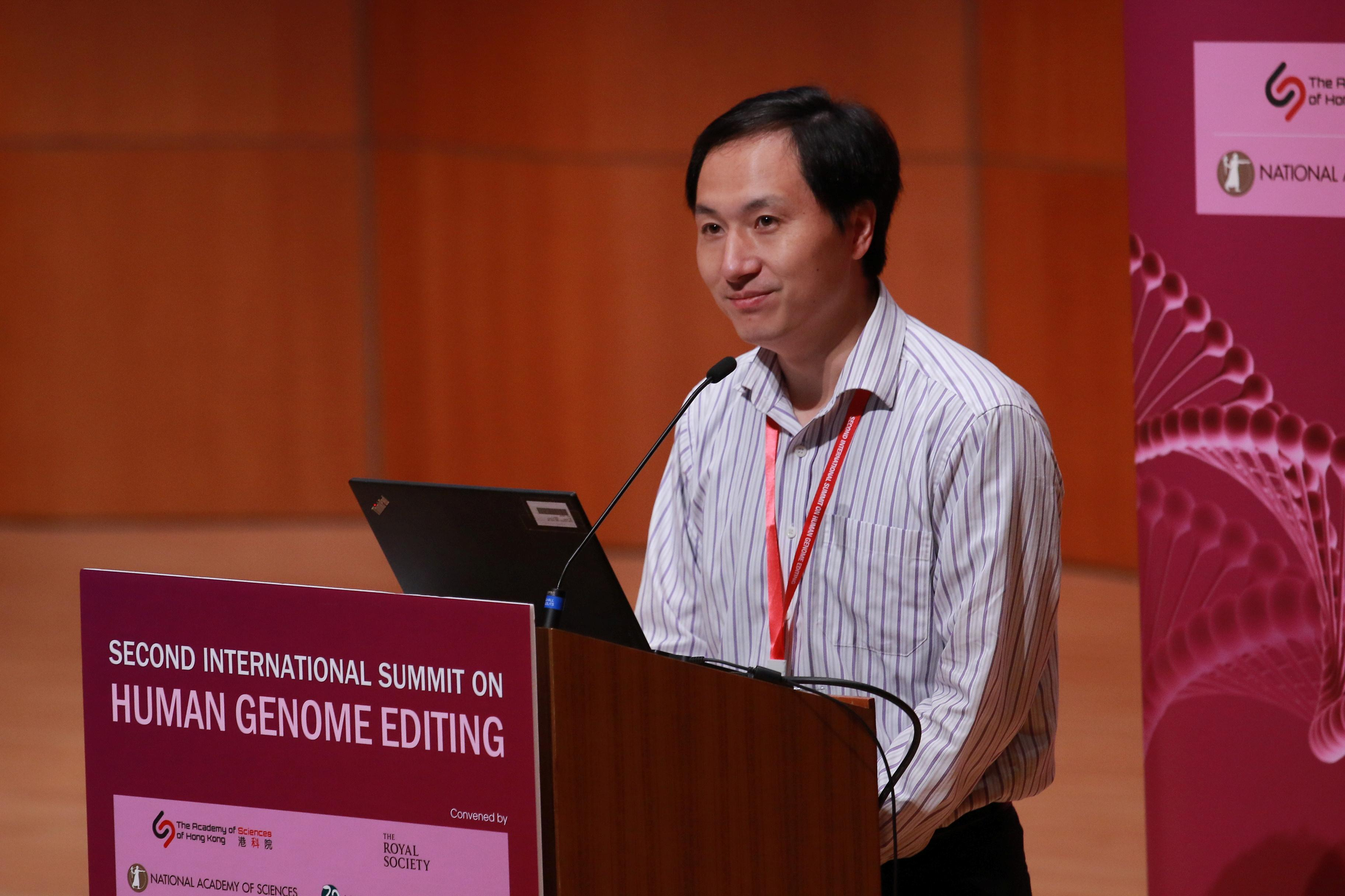Создатель CRISPR-детей рассказал о еще одной беременной в своем проекте