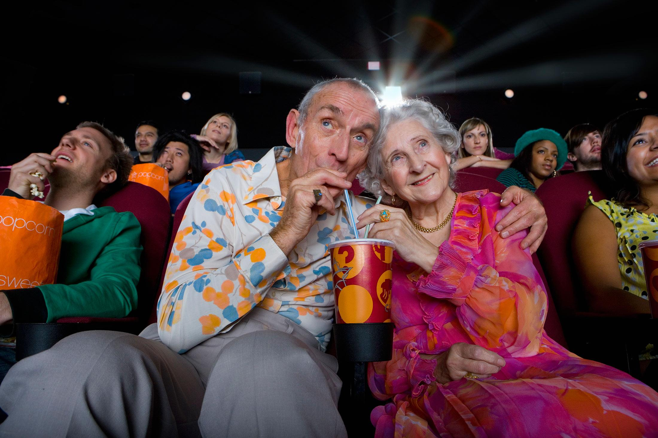 Кино и театр помогли пожилым людям избежать депрессии