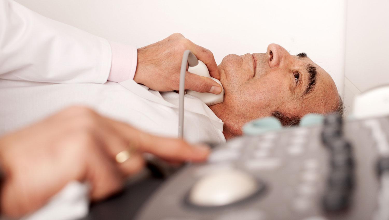Сканирование шеи поможет спрогнозировать деменцию за 10 лет до появления симптомов