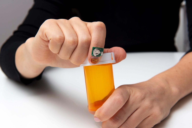Датчик деформации ногтя поможет следить за течением болезни Паркинсона