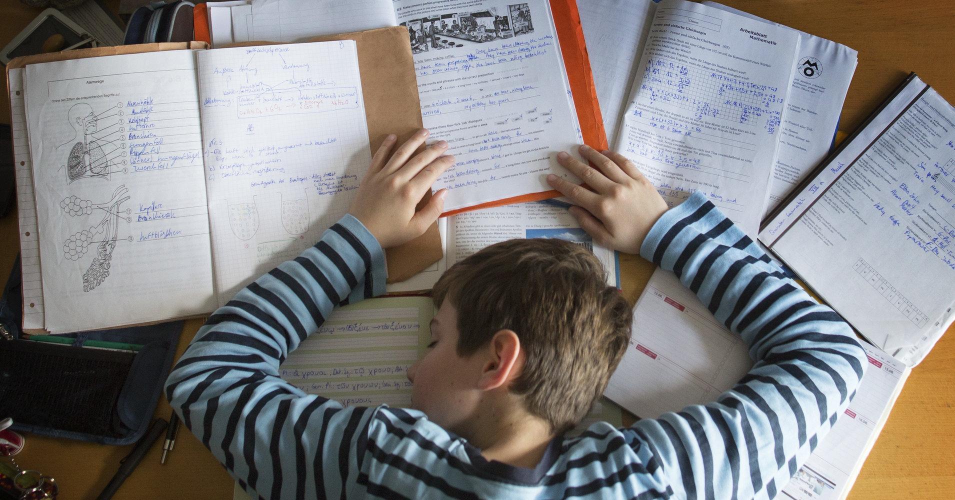 Начало уроков на час позже позволило школьникам улучшить оценки