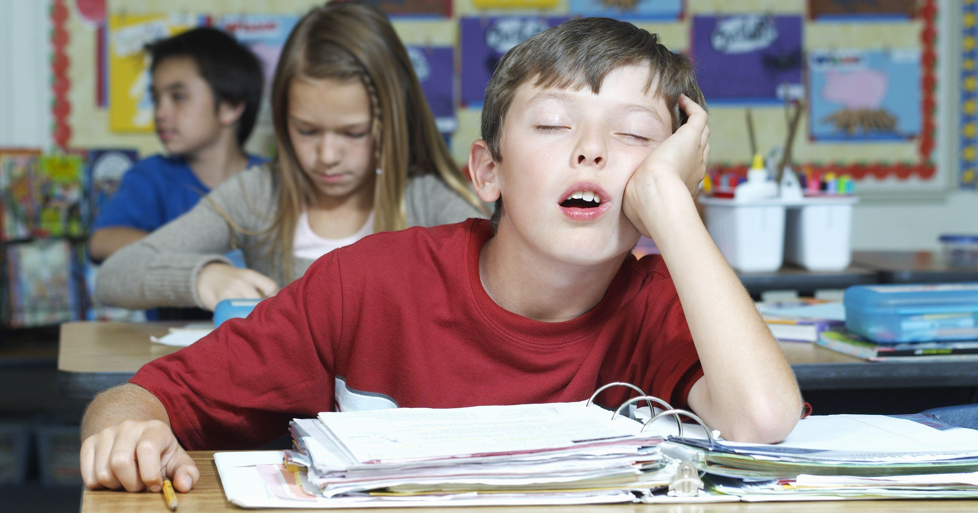 Недосып связали с рискованным поведением подростков
