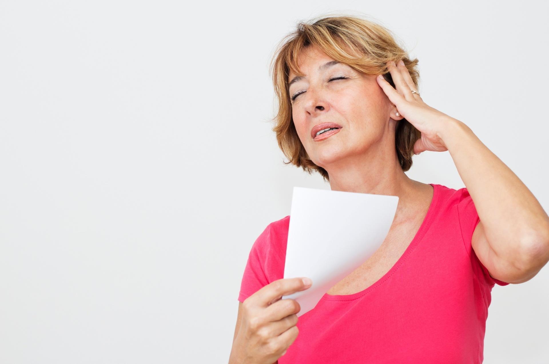Длительные симптомы климакса говорят о риске рака молочной железы