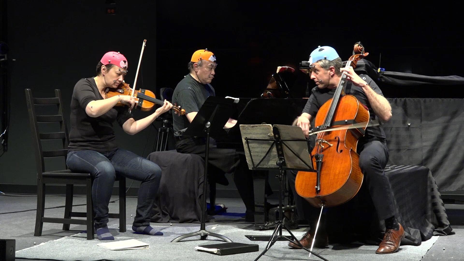 Эмоции помогли музыкантам лучше синхронизировать действия