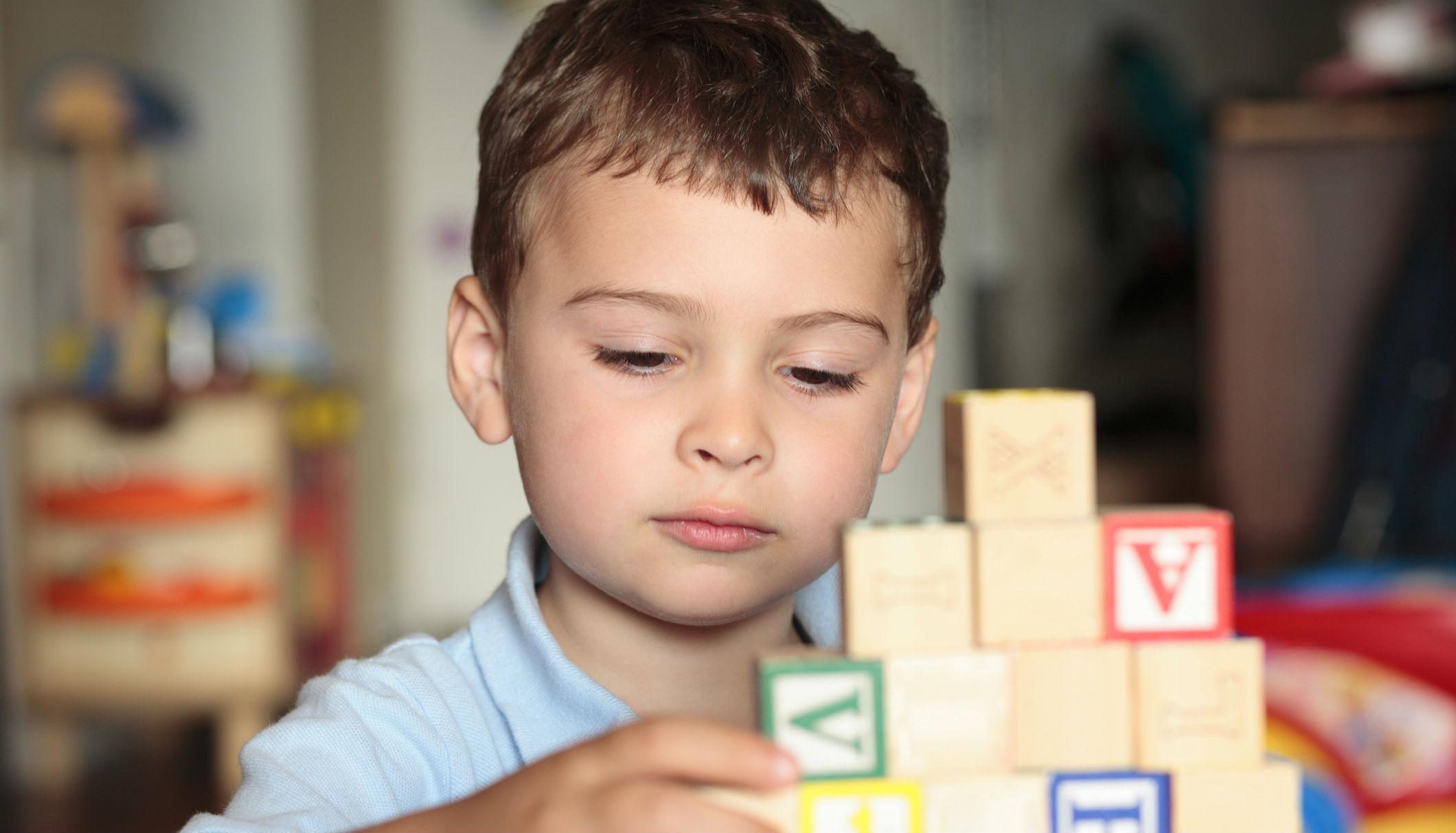 Чем отличаются нейроны аутиста?