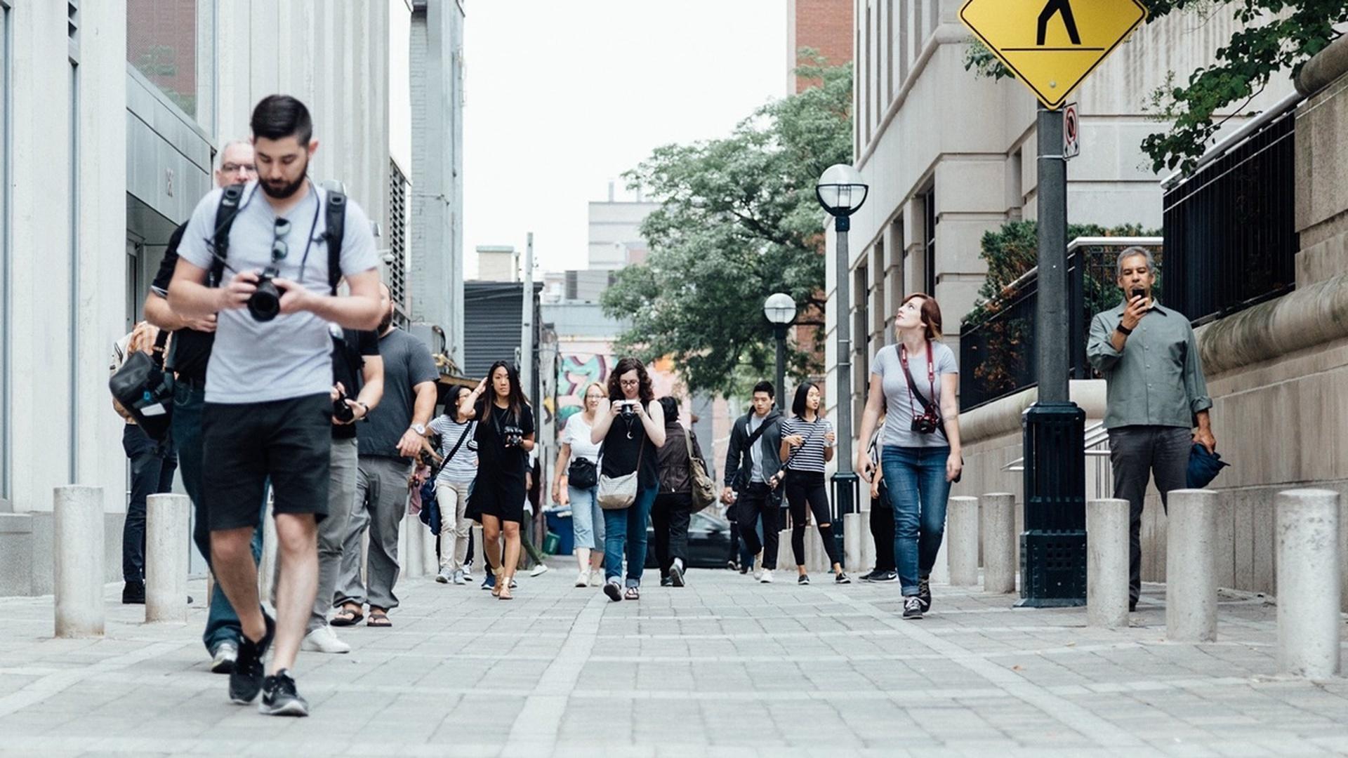 Исследователи вычислили «зону комфорта» пешеходов и спрогнозировали траектории их движения
