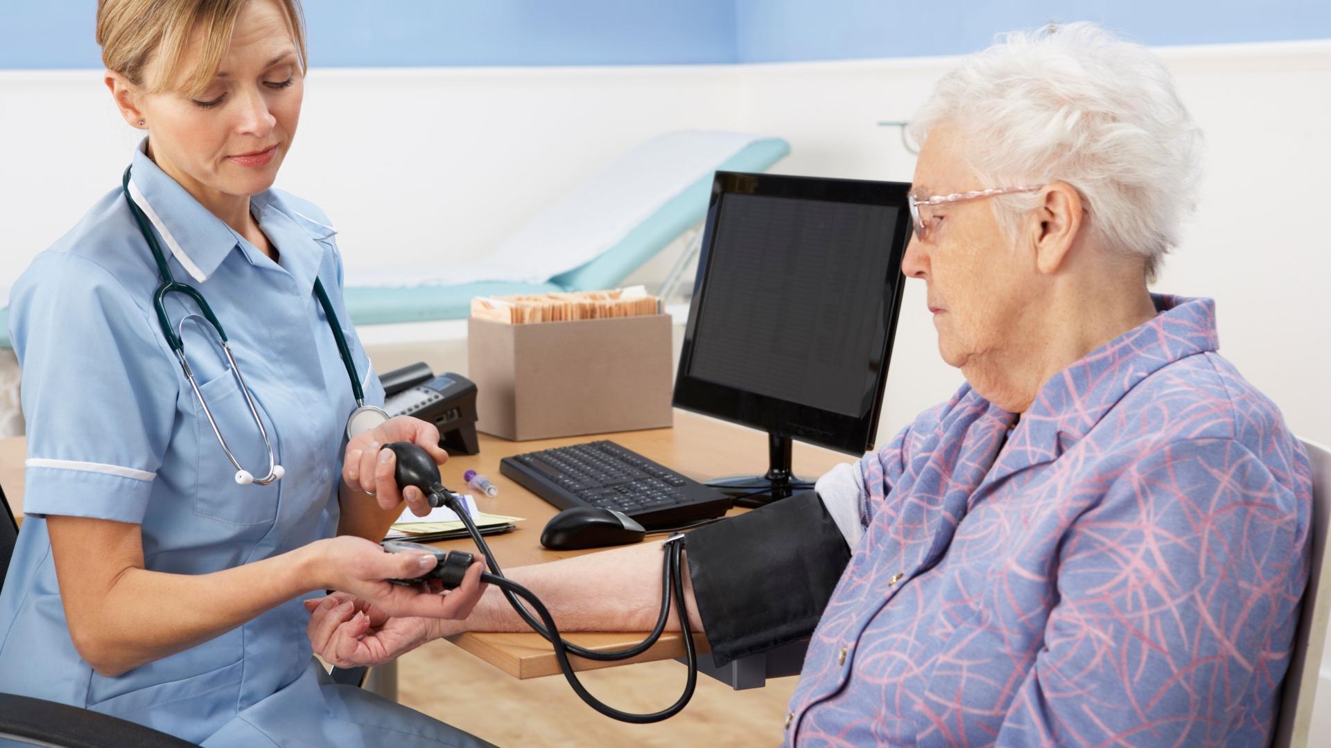 Нормализация артериального давления у пожилых людей может быть опасна