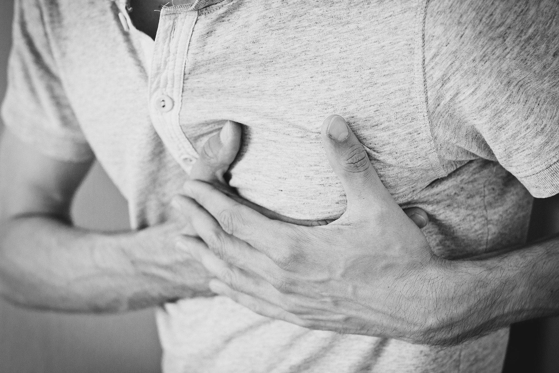 При симптомах инфаркта женщины чаще вызывают скорую помощь мужьям, чем себе