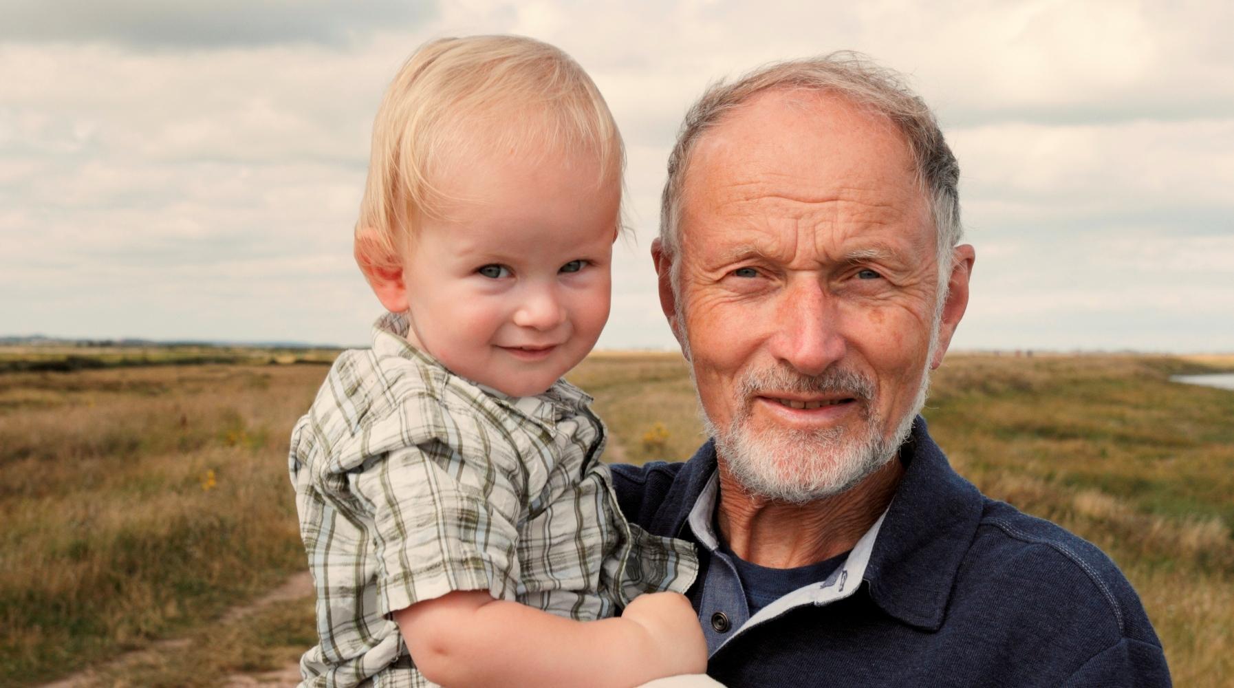 Отцовство в зрелом возрасте несет угрозу как для будущего ребенка, так и для его матери