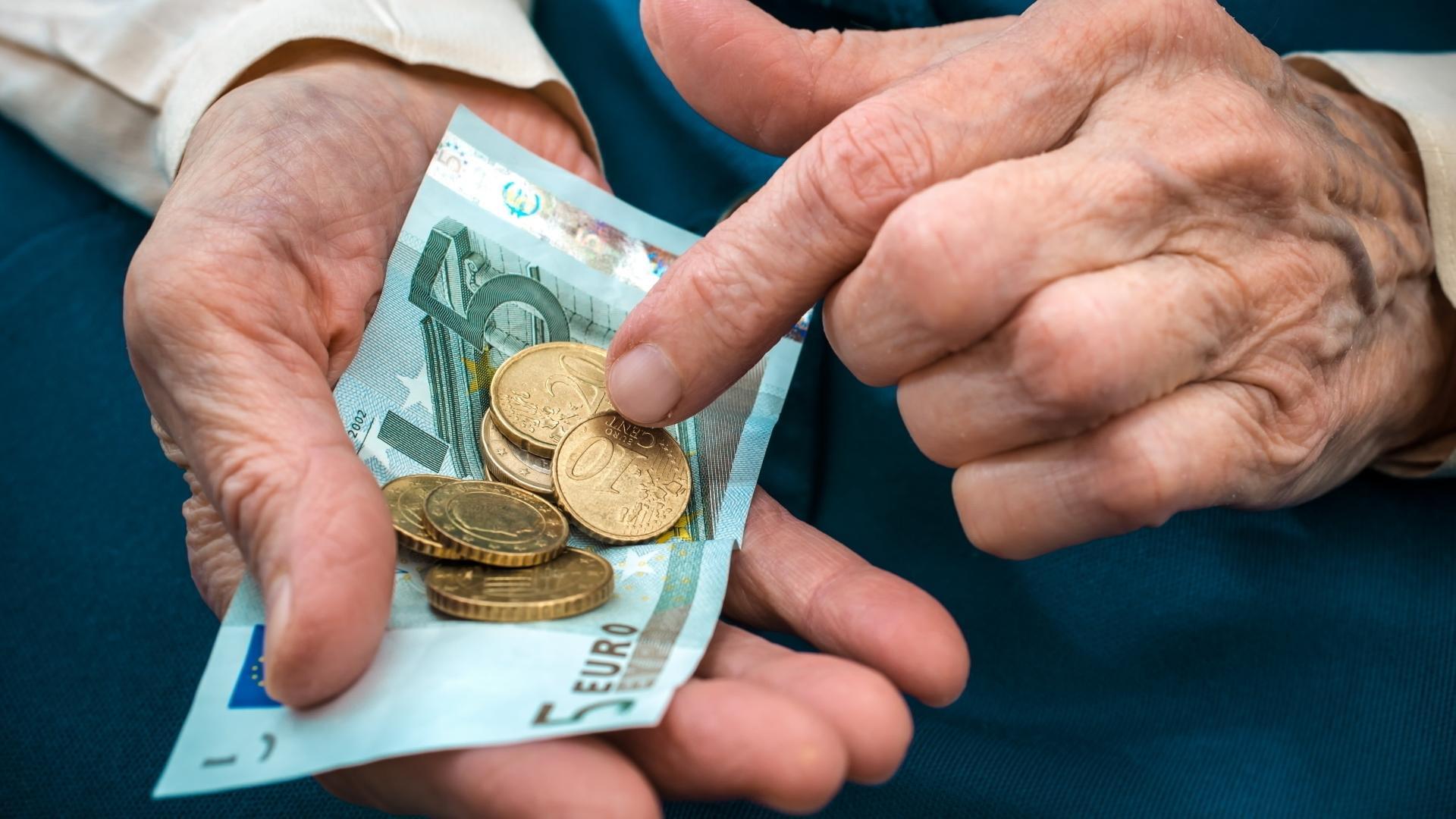 Проблемы с финансами могут говорить о надвигающемся «Альцгеймере»