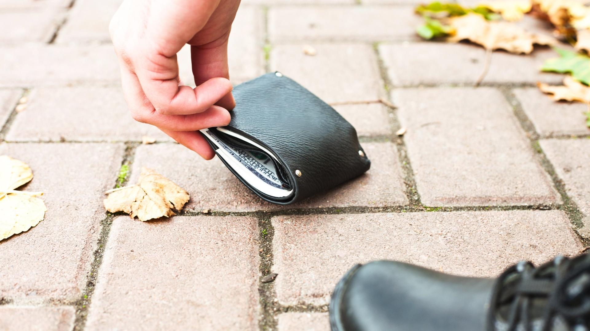 В каких случаях люди чаще склонны возвращать утерянный кошелек