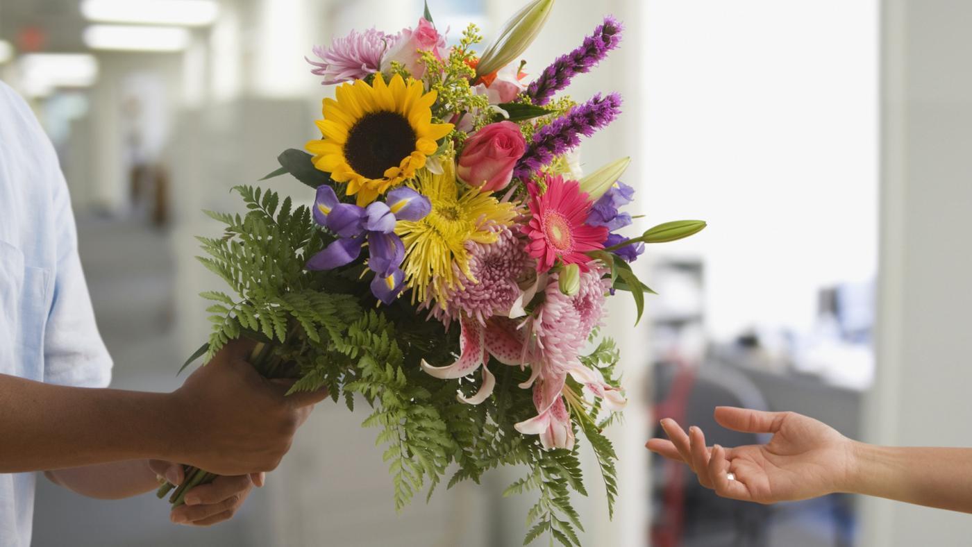 Курьерская доставка цветов по москве и области, оптом самым низким