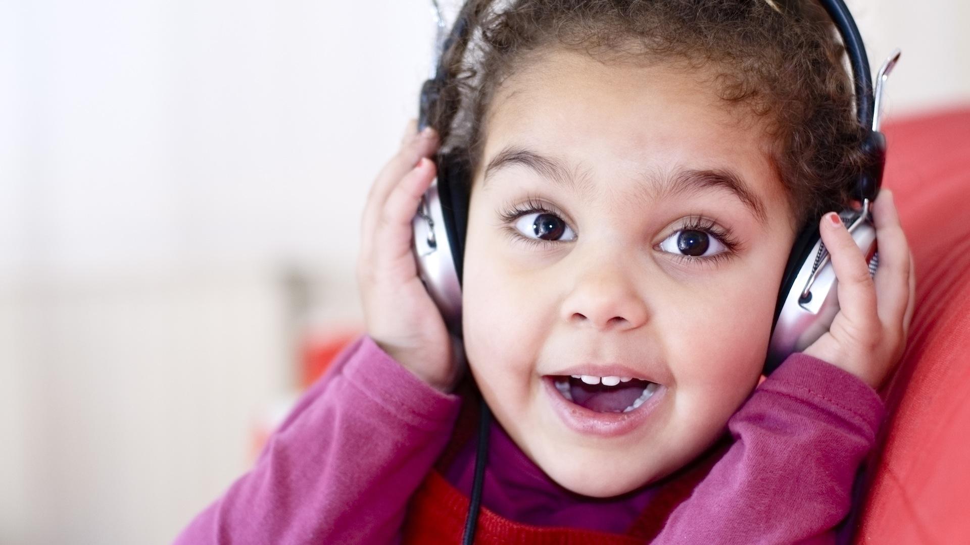 Музыка помогает когнитивному развитию детей с нарушениями слуха