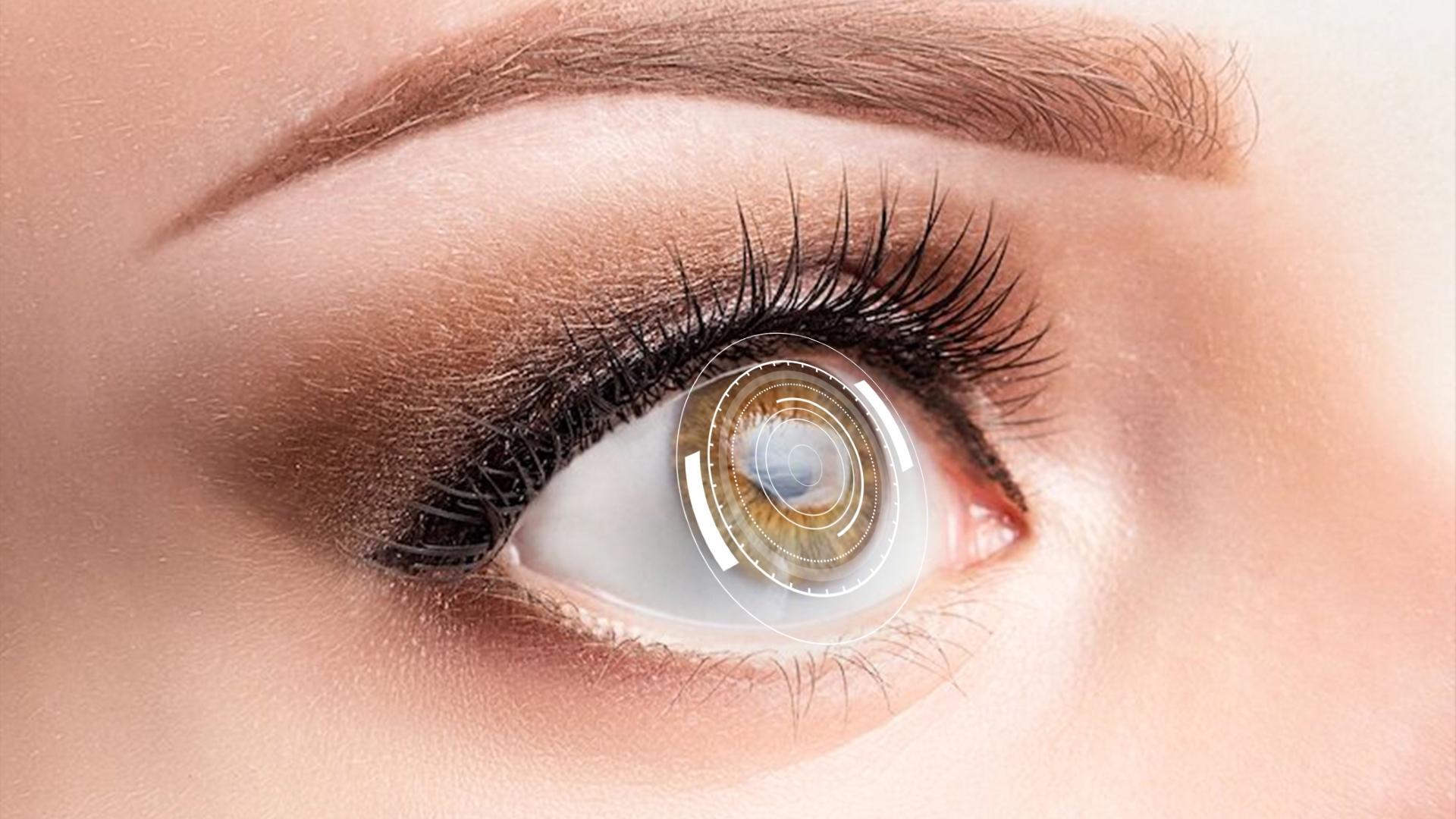 Создан прототип контактных линз, которыми можно управлять при помощи моргания