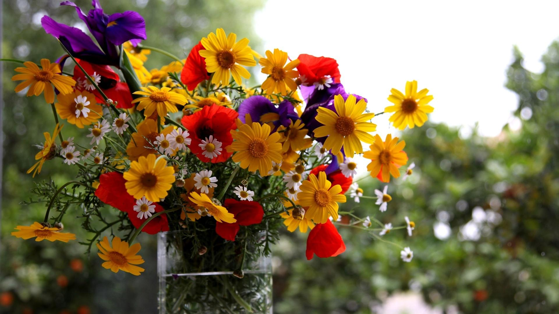 Салон доставки цветов по Перми предлагает букеты для праздников в августе
