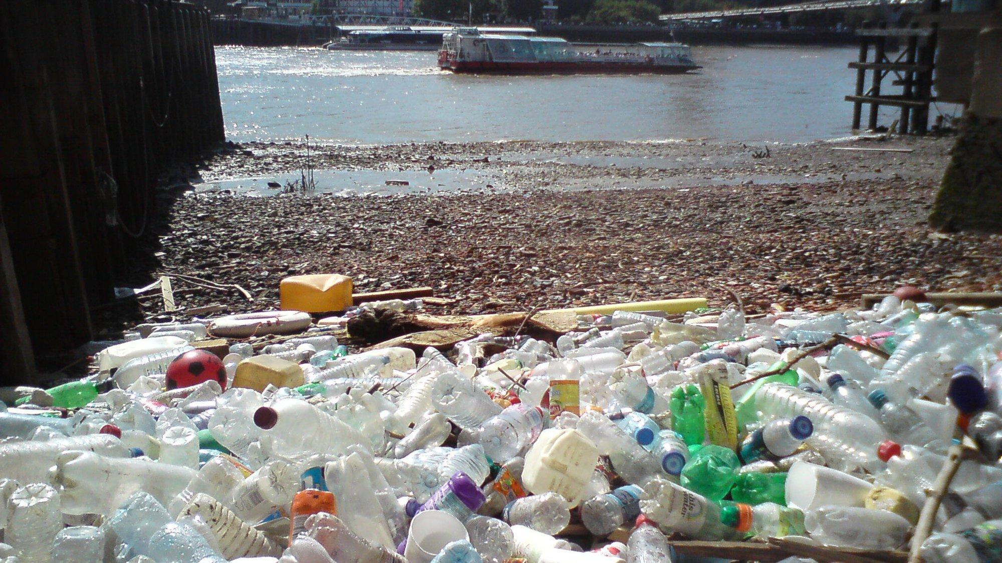 Мировые запасы бесхозного пластикового мусора пополнятся на 111 миллионов тонн к 2030 году