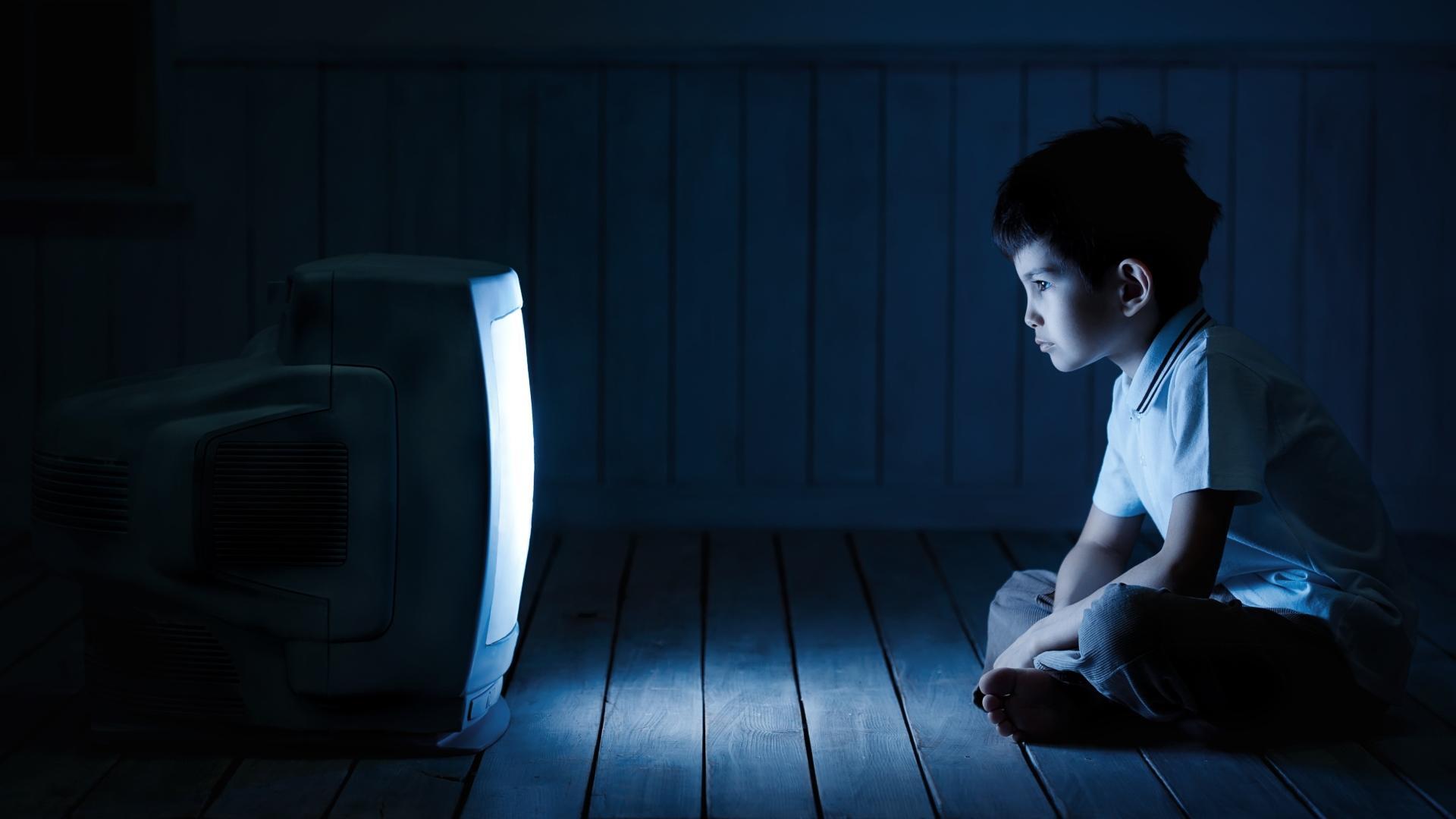 Время, проведенное перед экраном компьютера, не влияет на оценки детей