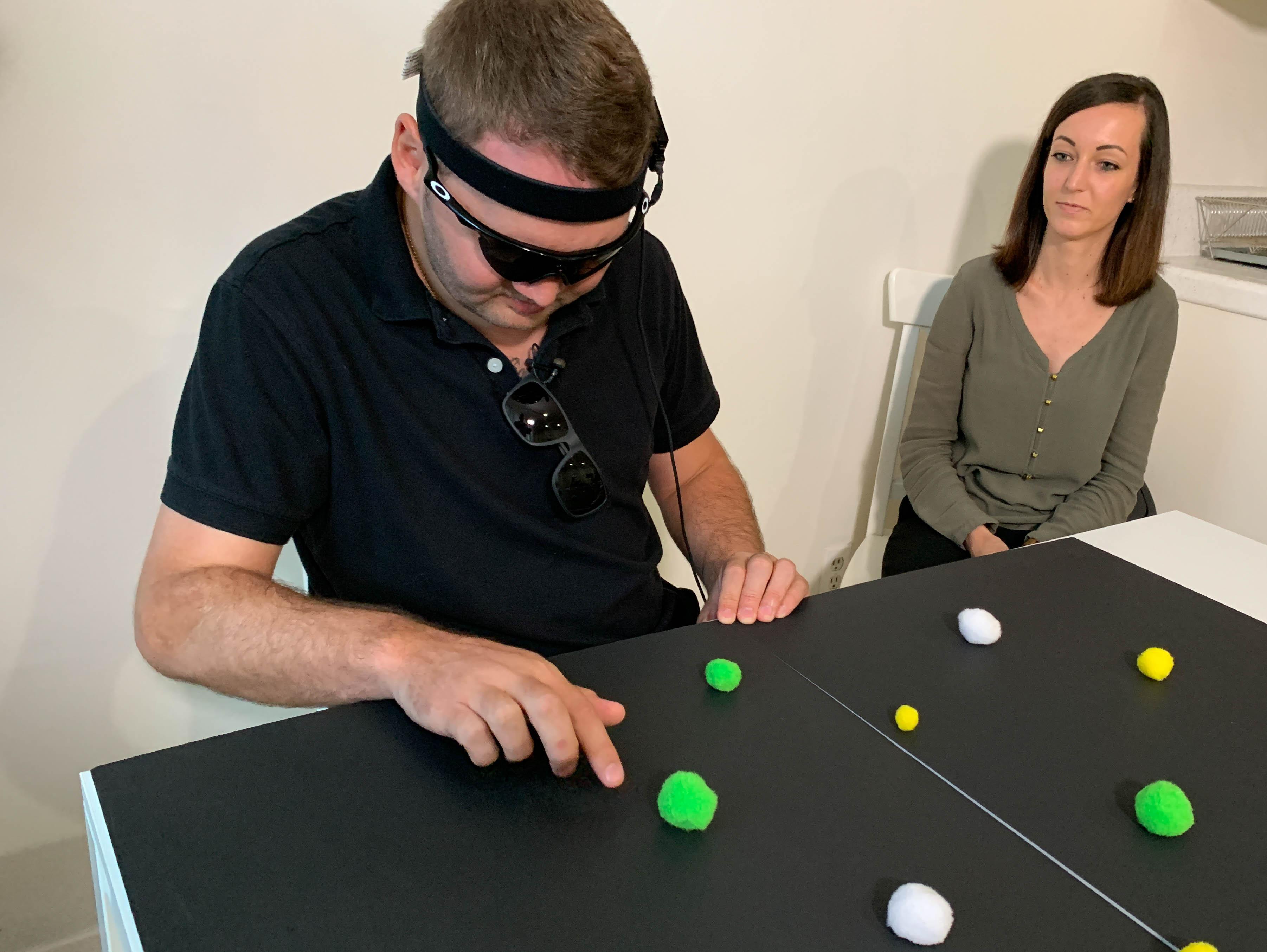 Нейроимплант помог ослепшим пациентам частично восстановить зрение